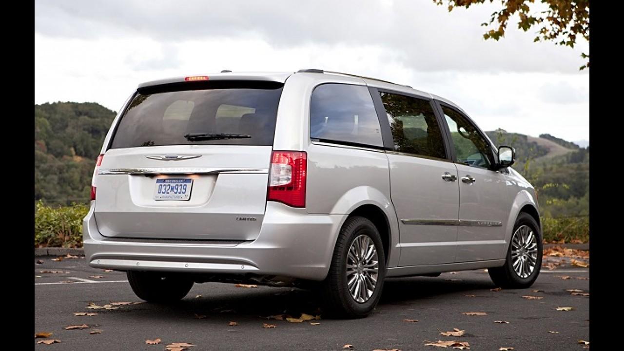 Chrysler convoca Town & Country por falha no software do airbag