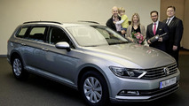 Volkswagen delivers first 2015 Passat
