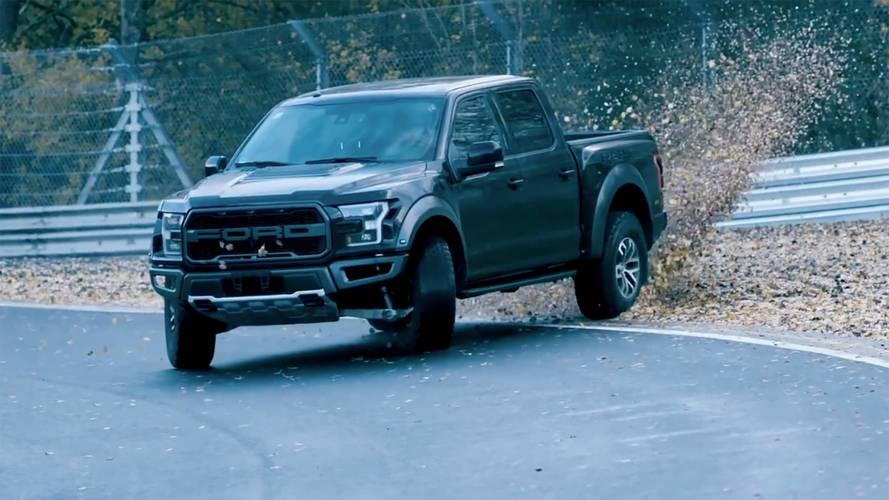 Ford Raptor'ın Nürburgring pistindeki drift'ini izleyin