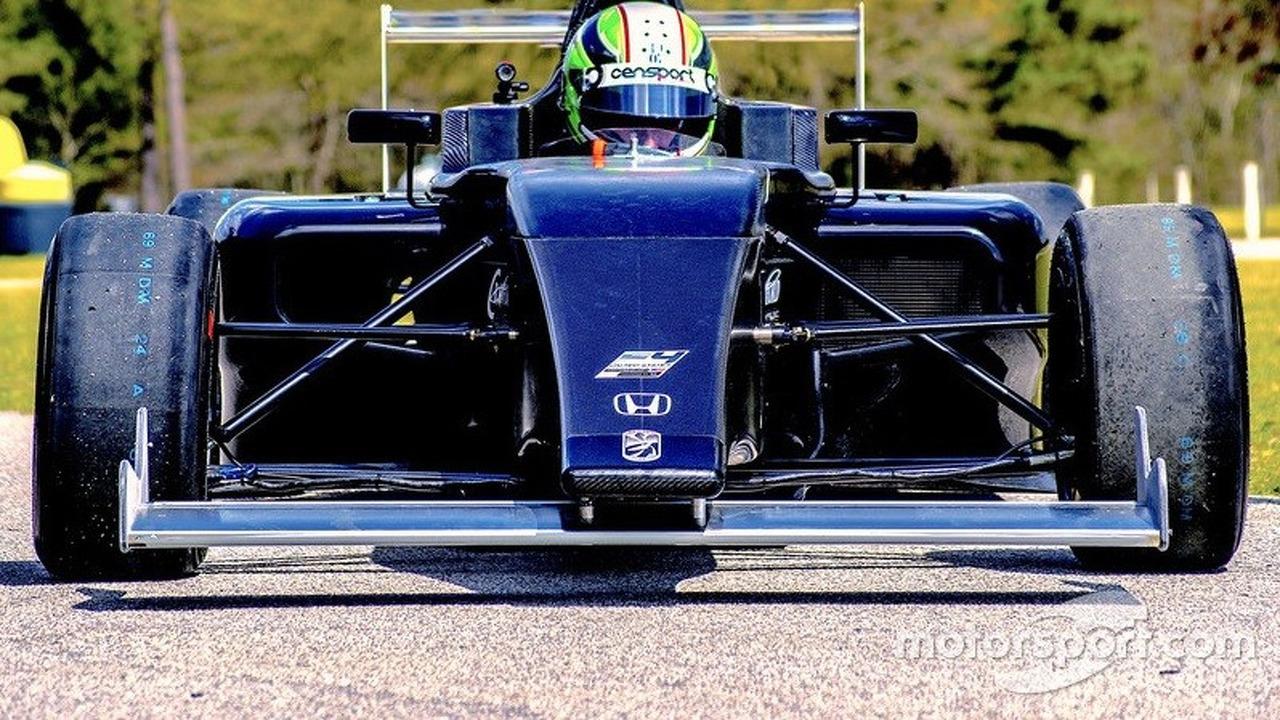 Dane Cameron tests the new F4 Crawford Honda