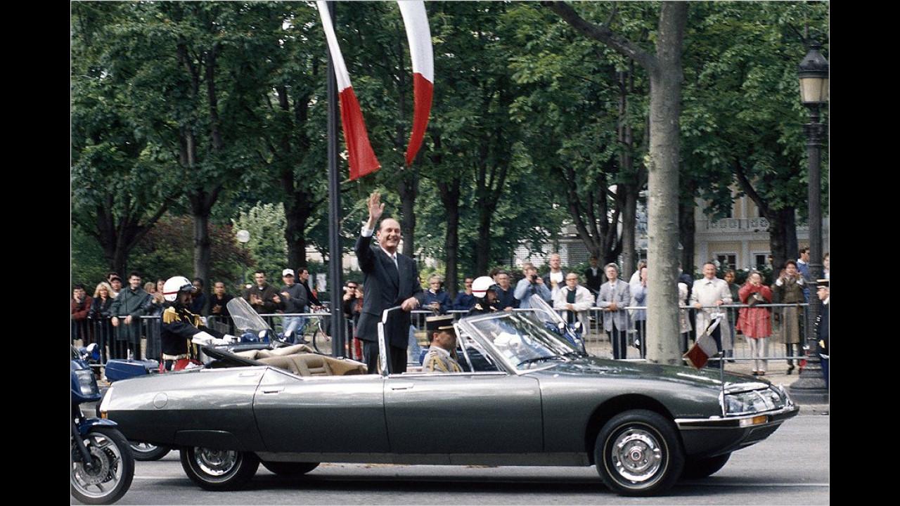 Der frisch gewählte Jacques Chirac 1995 im Citroën SM Présidentielle während seiner Amtseinführung.