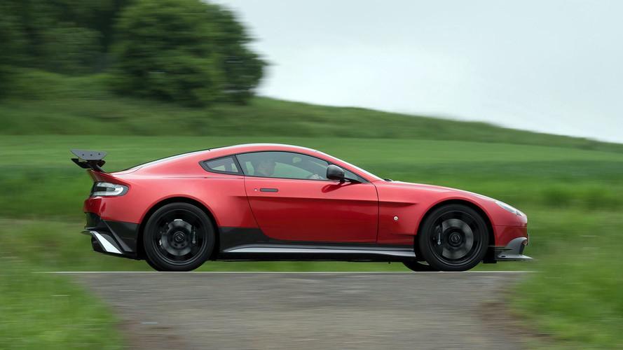 Aston Martin pique trois personnages clés à Ferrari