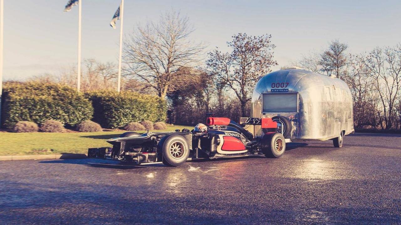 Romain Grosjean and Pastor Maldonado with Lotus E22 pulling Airstream caravan