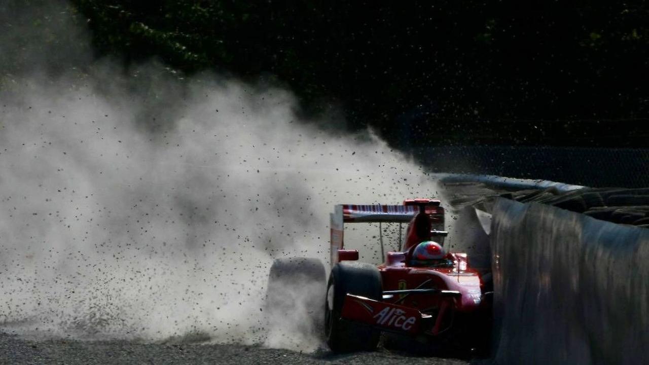 Giancarlo Fisichella (ITA), Scuderia Ferrari, F60, crashed in practice - Formula 1 World Championship, Rd 13, Italian Grand Prix, Saturday Practice
