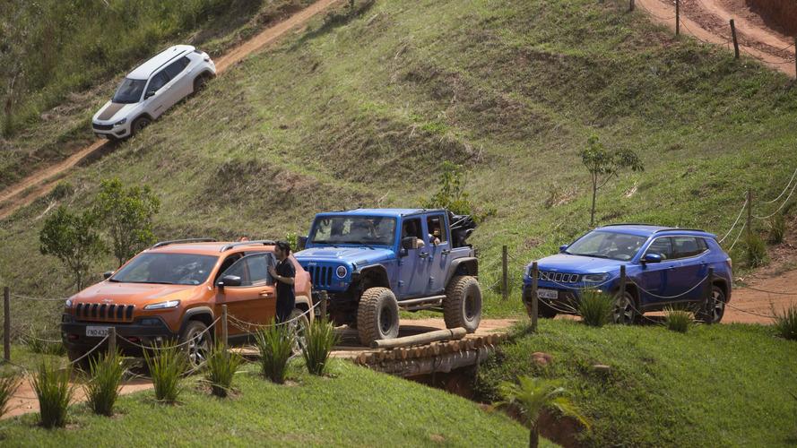 Jeep celebra dia 4x4 com teste off-road e modelos clássicos