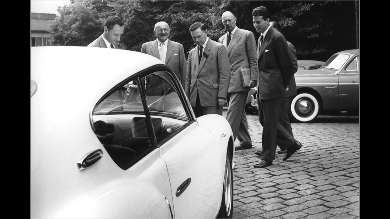 Renault-Chef Dreyfus bei der Vorführung des A106