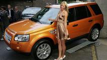 Maria Sharapova with new Land Rover LR2