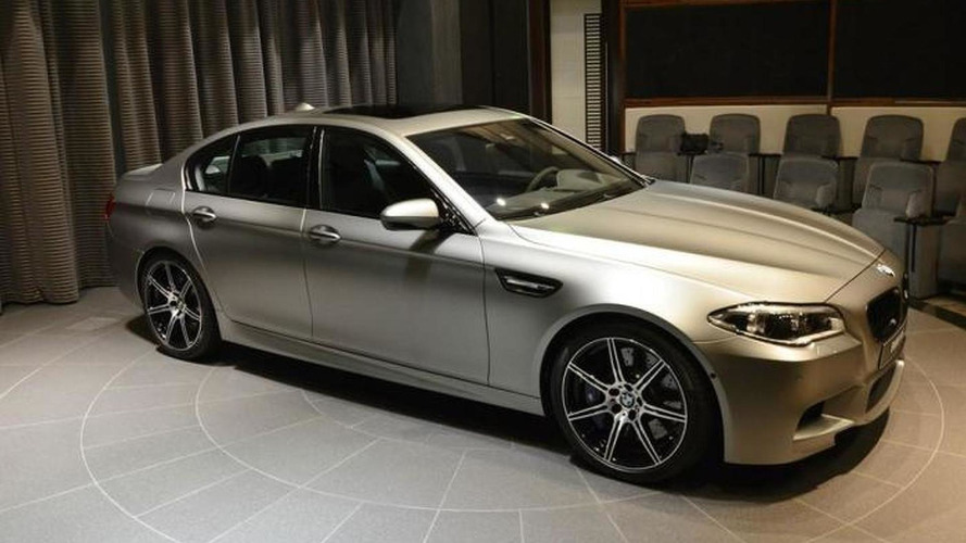 BMW M5 30 Jahre M5 returns in live images from Abu Dhabi