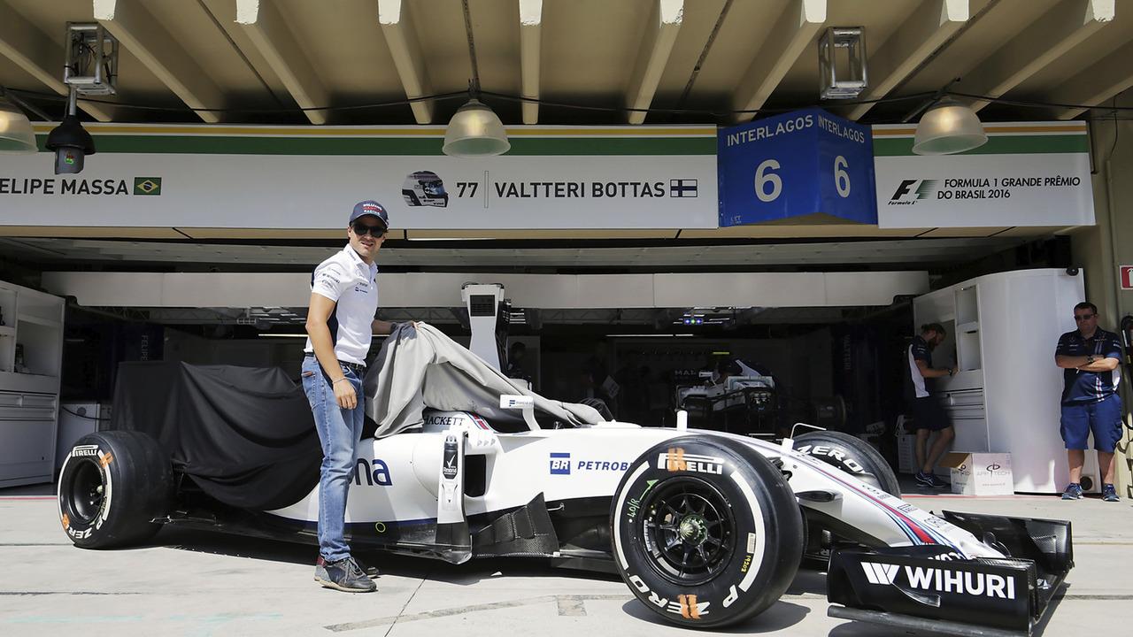 Felipe Massa e sua Williams FW38 feita especialmente para sua aposentadoria