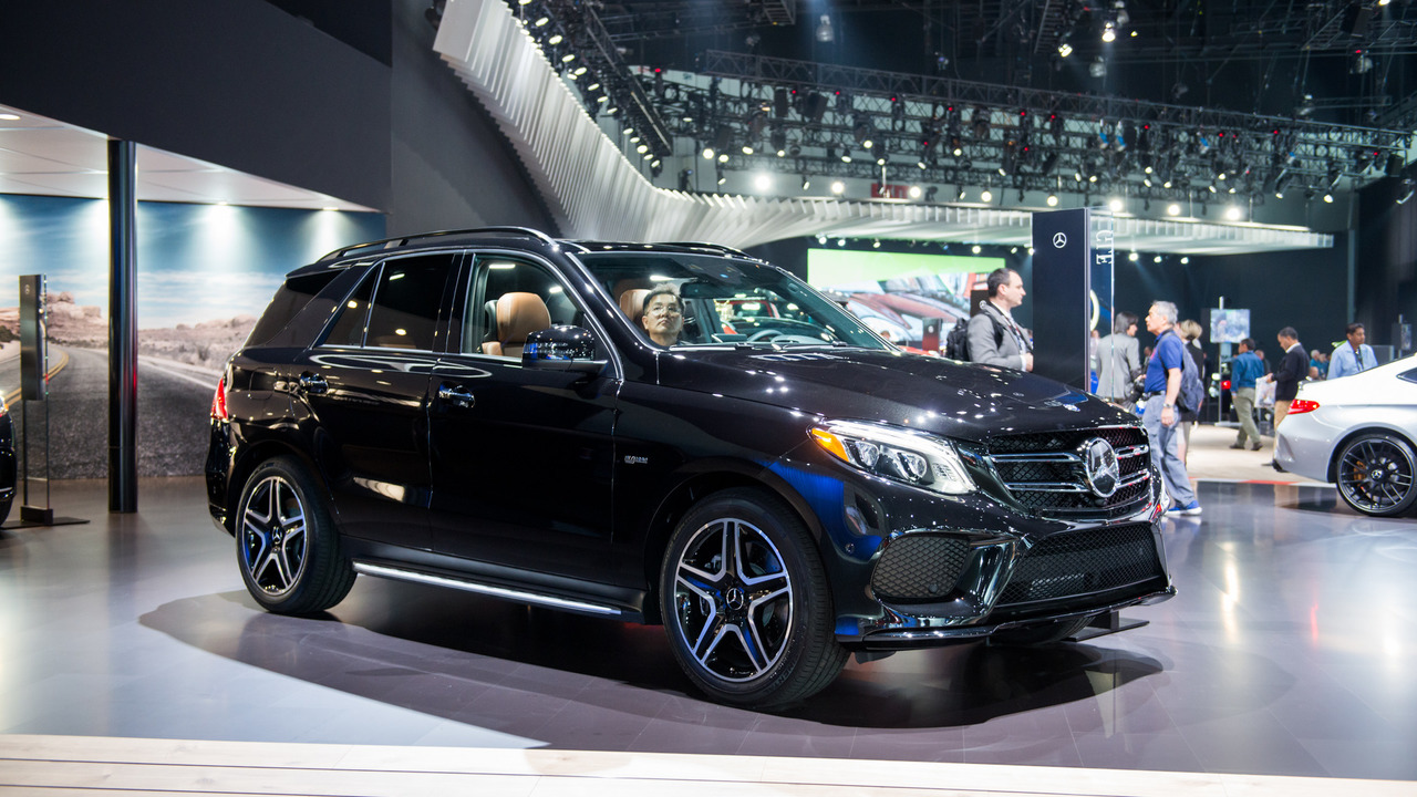 new mercedes amg gle43 flexes its muscle in l a. Black Bedroom Furniture Sets. Home Design Ideas