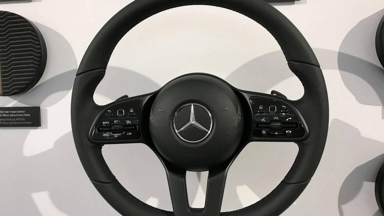 2018 Mercedes-Benz A Serisi direksiyon simitleri