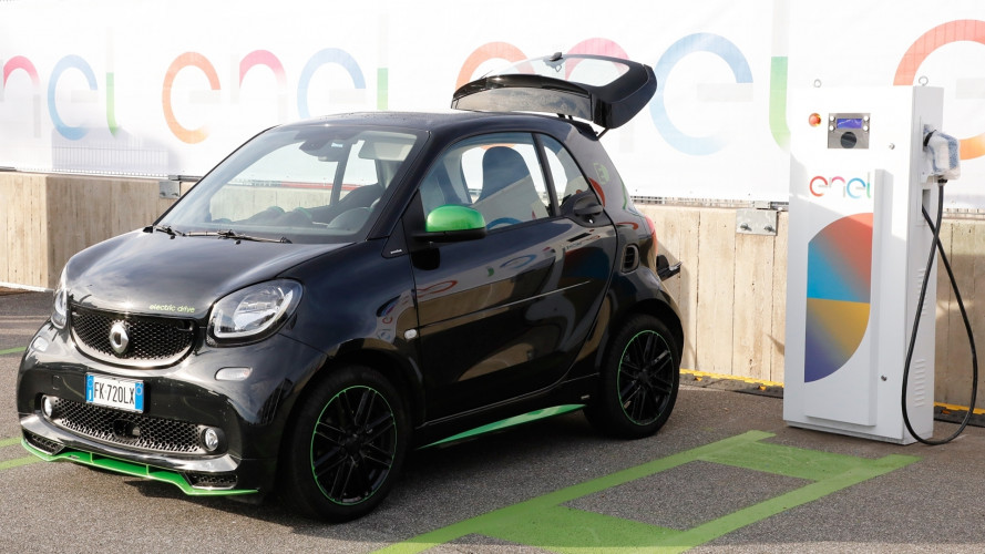 Ricarica auto elettrica, ecco il piano Enel per l'Italia