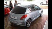FRANÇA, outubro: Renault lidera entre marcas e modelos, Duster no top 10