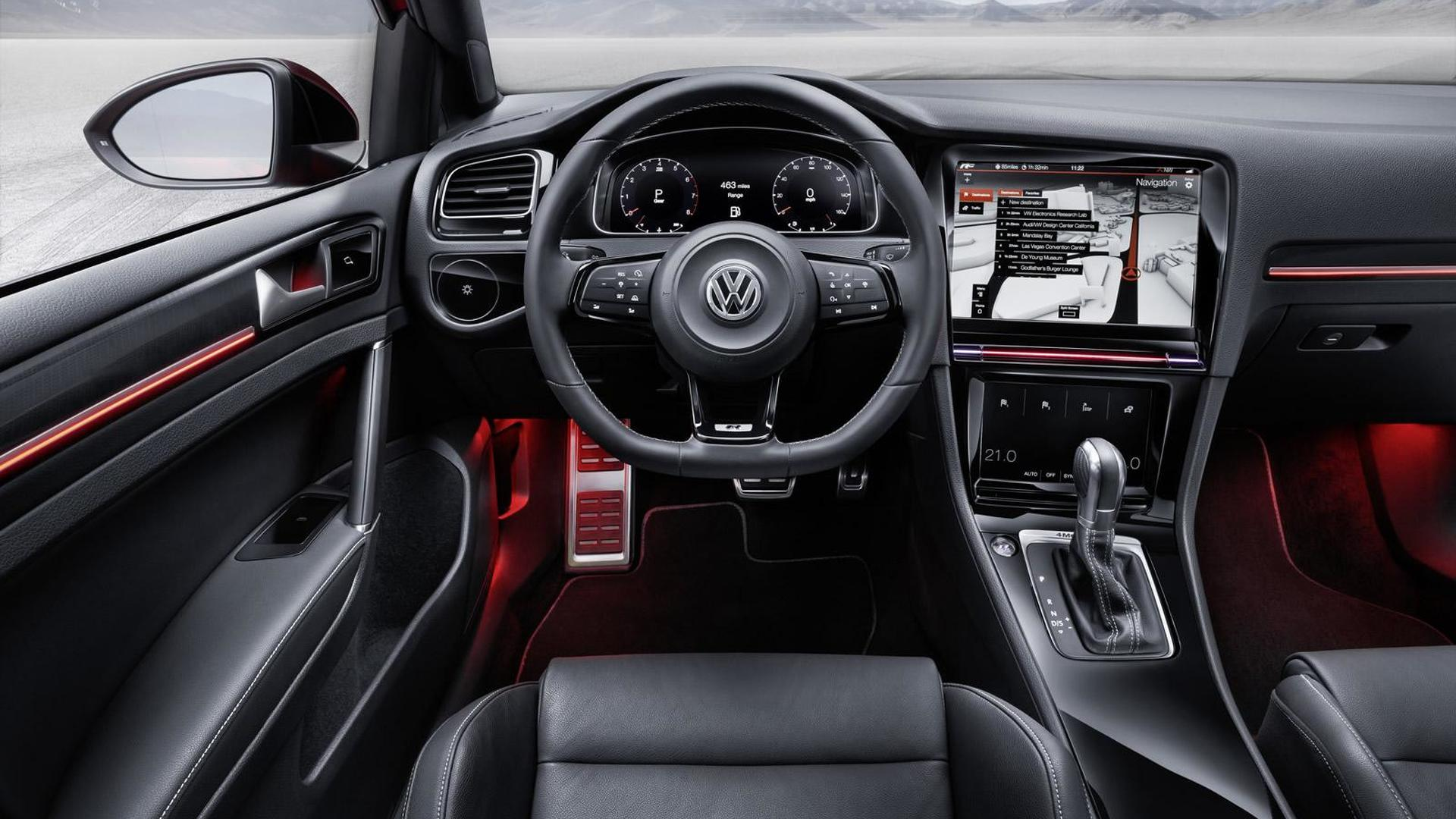 Дизайн салона Volkswagen Golf R Touch