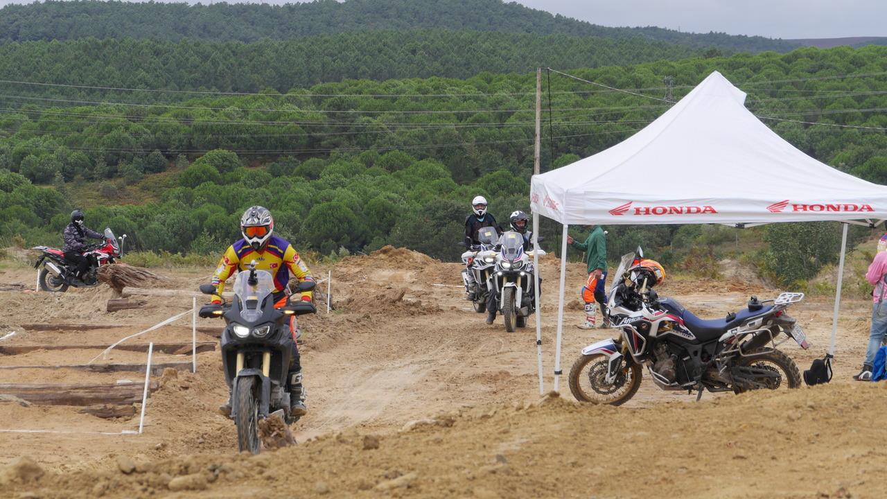 Honda motosikletli off-road eğitimi