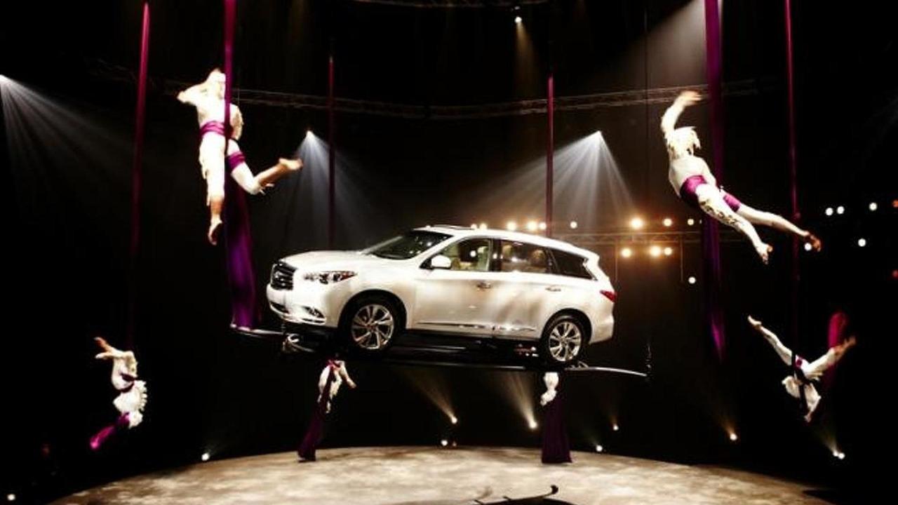 Infiniti JX in Cirque du Soleil performance, 800, 30.03.2012