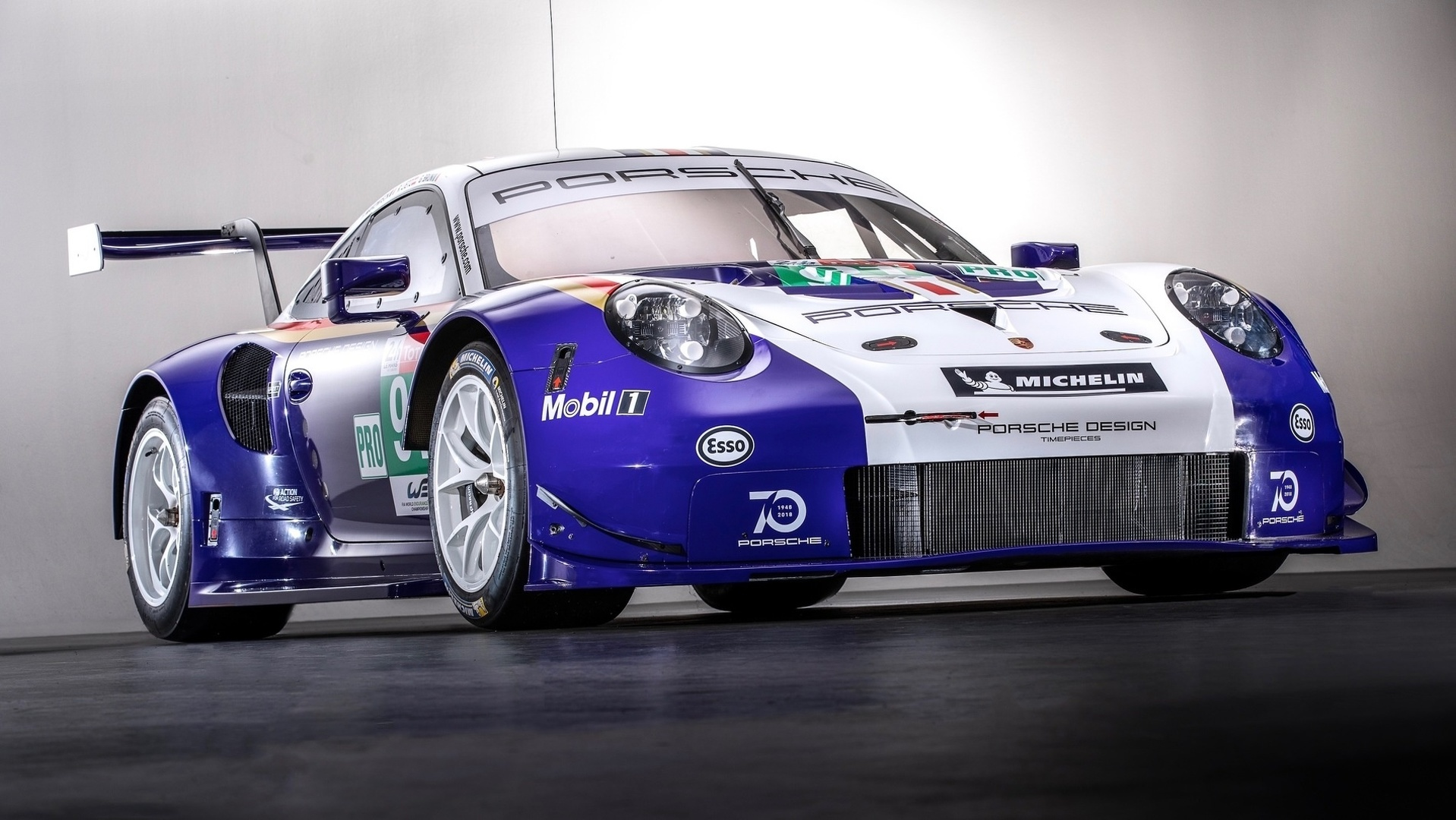 two porsche 911 rsr compete in historic livery. Black Bedroom Furniture Sets. Home Design Ideas