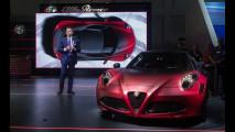 Alfa Giulia protagonista a Dubai insieme alla 4C di Lapo