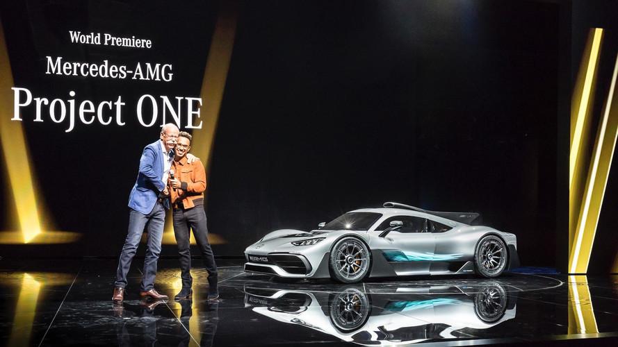 Lewis Hamilton kapja az első Mercedes-AMG Project ONE-t