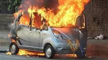 Tata Nano pegando fogo