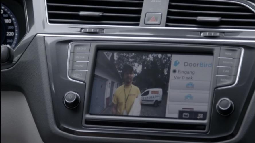 Volkswagen, il citofono si apre dall'auto [VIDEO]