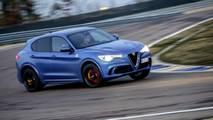 Alfa Romeo Stelvio Quadrifoglio VS Porsche Macan Turbo Performance Pack