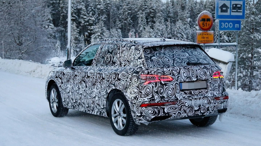 2017 Audi Q5 shows LED taillight graphics in new spy shots