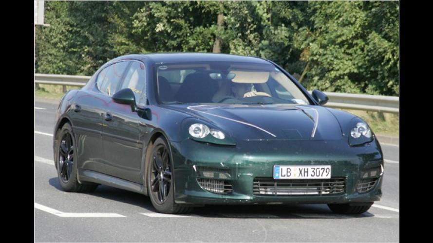 Erwischt: Der Porsche Panamera lässt seine Hüllen fallen