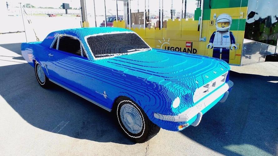 Une Mustang de 1964 en Lego et Duplo, à l'échelle 1:1 !
