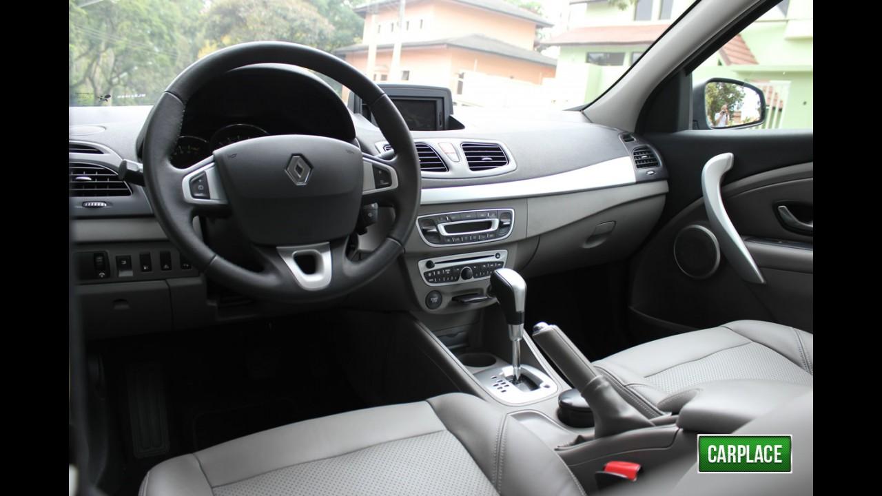 Garagem CARPLACE: Detalhes do acabamento interno do Renault Fluence Privilège 2.0