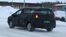 Peugeot 3008 7-seater MPV spy photos