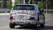 2016 Audi Q3 facelift spy photo