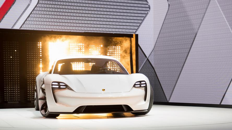 Porsche double la mise pour développer ses voitures électriques