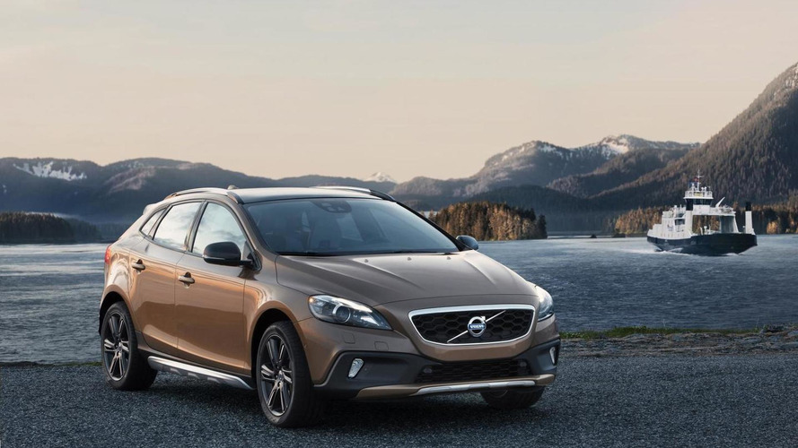 2014 Volvo V40 & V40 Cross Country revealed with minor updates