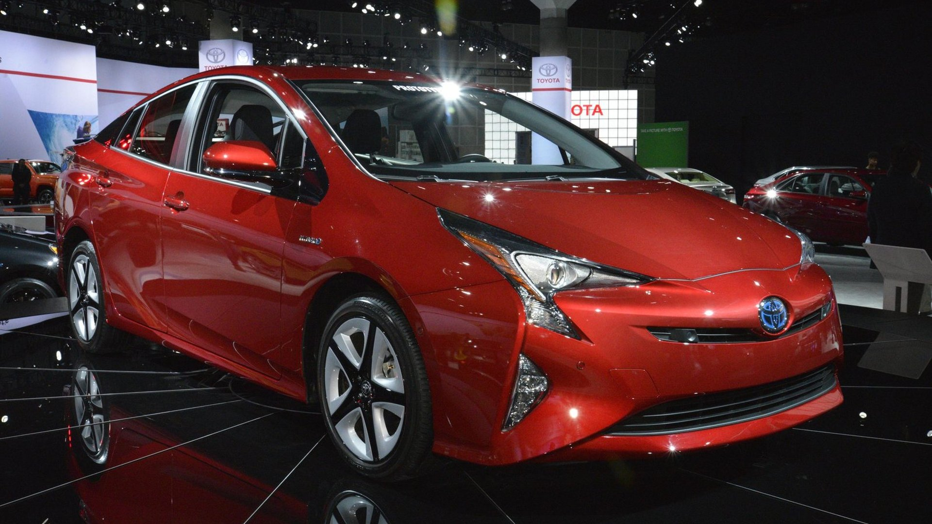 Https www motor1 com news 59688 toyota details us spec prius in mega gallery prices it from 24200 toyota green toyota prius prius toyota insignia