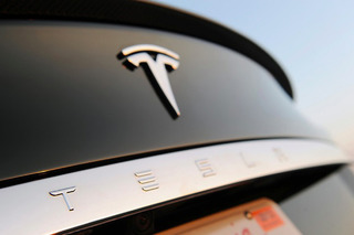 Cheaper Tesla Model S 60 and 60D Now Available