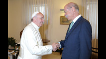 Papa Francesco riceve in regalo una smart ebike