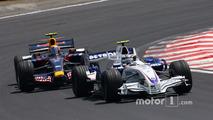Robert Kubica, BMW Sauber F1 Team, F1.07 leads Mark Webber, Red Bull Racing, RB3