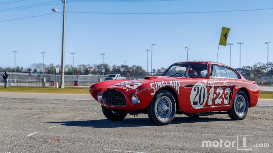 PHOTOS - Les Ferrari de collection à l'honneur à Daytona!