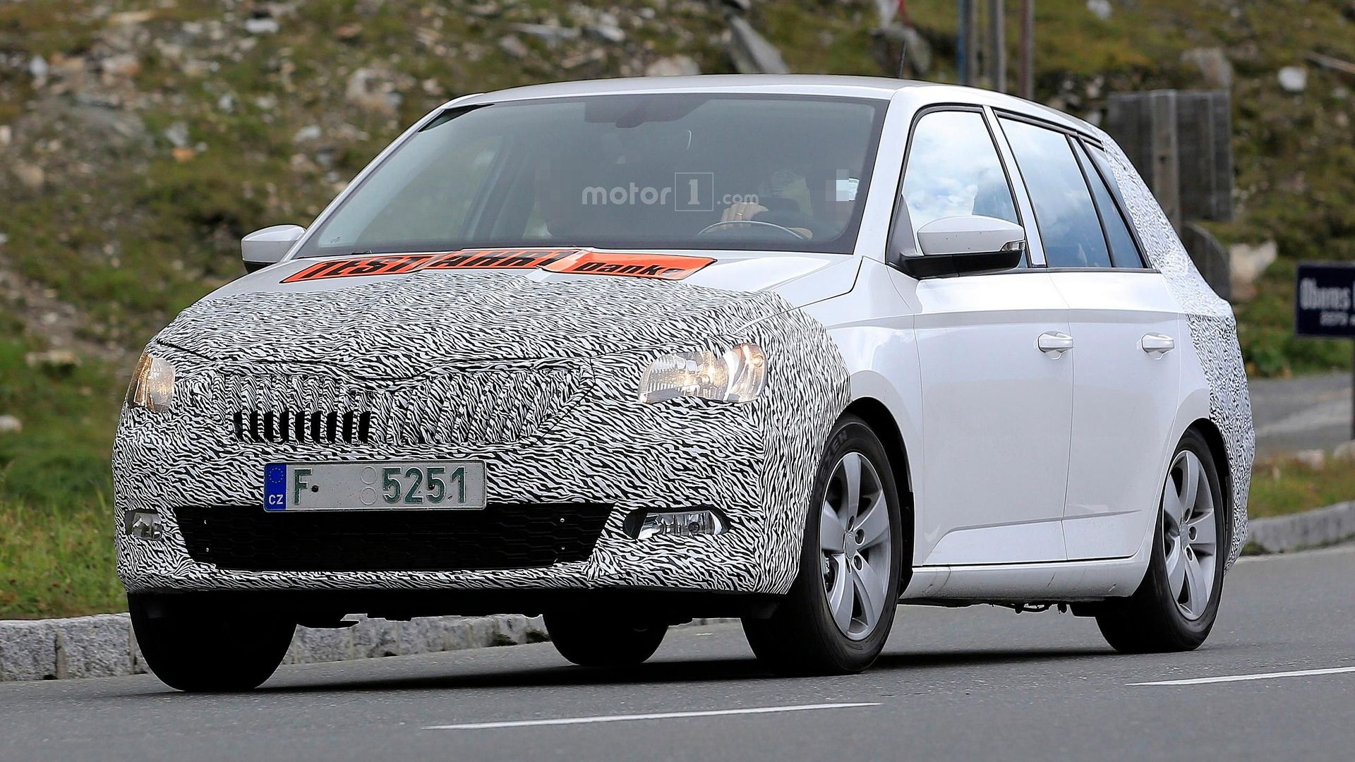 skoda fabia combi facelift makes spy photo debut. Black Bedroom Furniture Sets. Home Design Ideas