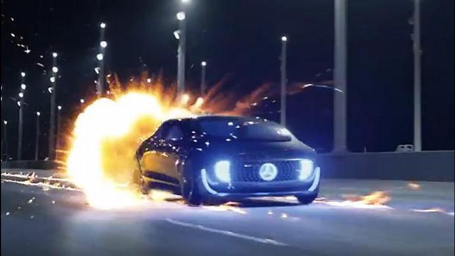 Ritorno al Futuro, la Mercedes F 015 omaggia Doc [VIDEO]