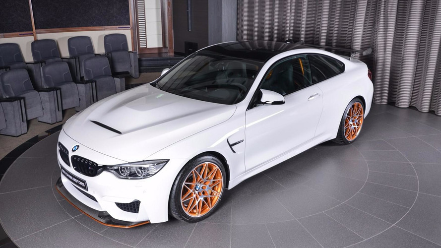 photos une tr s belle bmw m4 gts chez abu dhabi motors. Black Bedroom Furniture Sets. Home Design Ideas