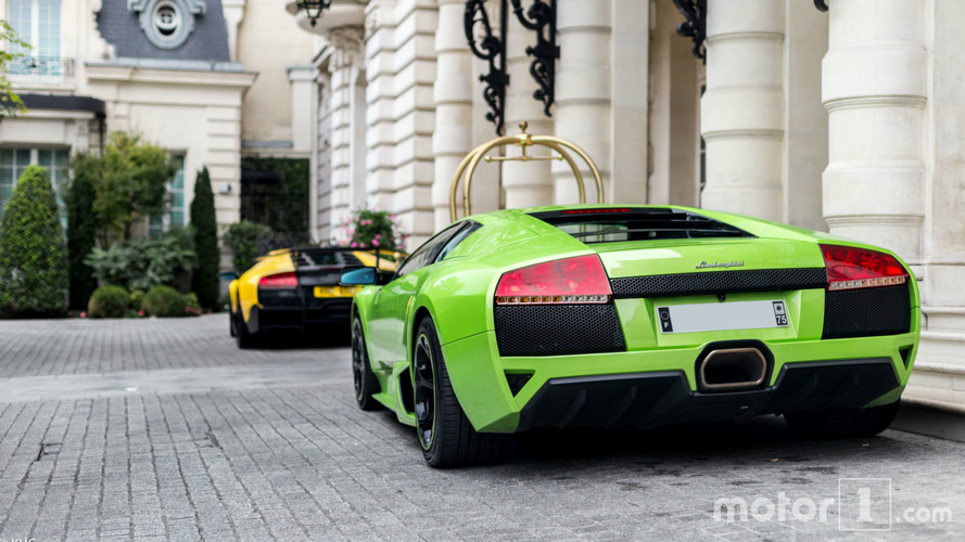 PHOTOS - Duo de Murciélago devant un palace parisien