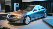 The New S400 BLUETEC HYBRID concept at Los Angeles Motor Show