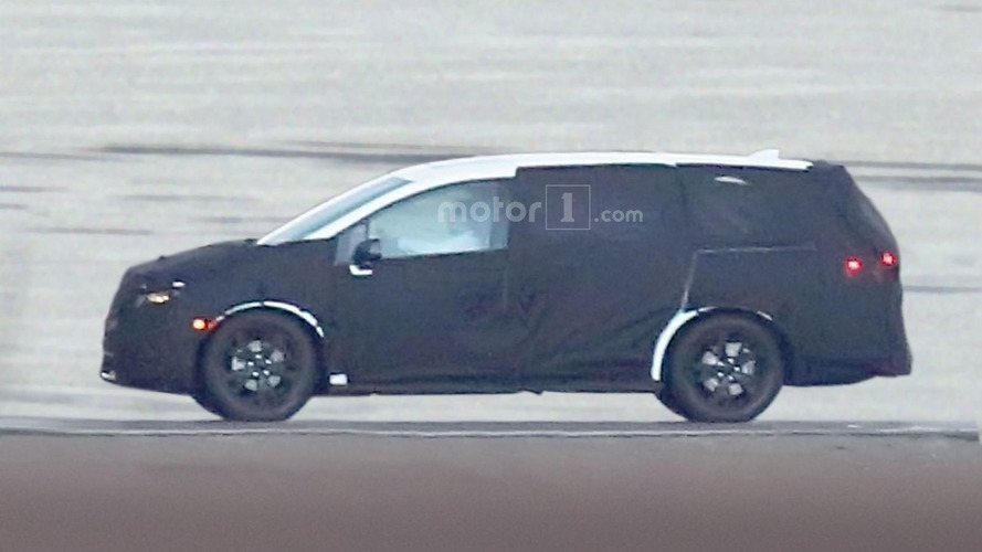 2017 Honda Odyssey spied for the first time