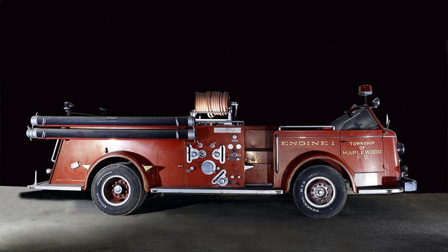 PHOTOS - Une étonnante collection de camions de pompiers mise aux enchères