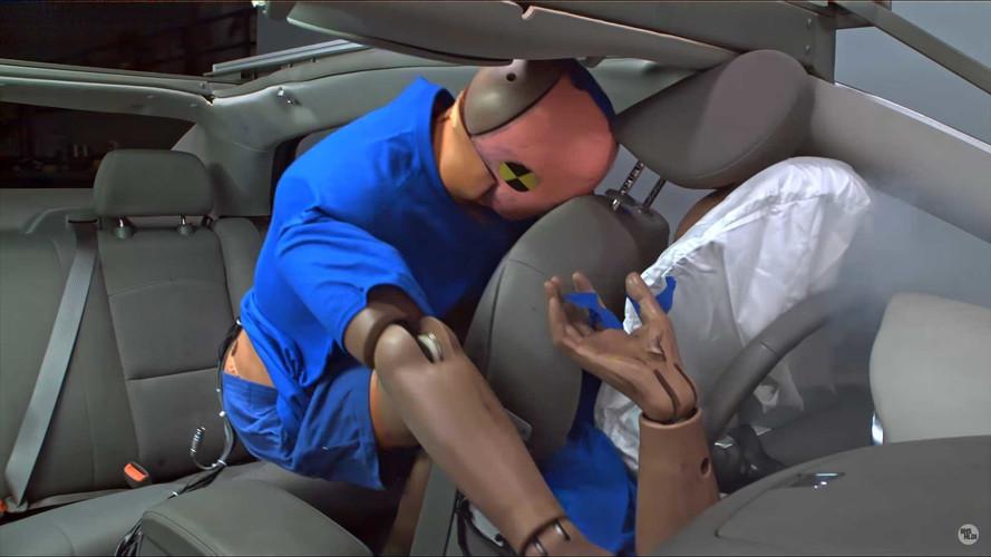 Cinto de segurança no banco de trás salva vidas. Até de quem usa