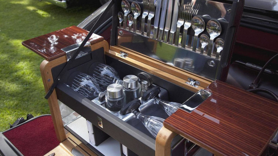 Rolls-Royce bespoke picnic set announced - eating out of the trunk