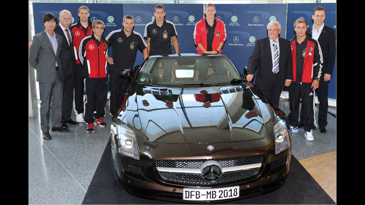Deutsche Fußball-Nationalmannschaft: Mercedes SLS AMG Roadster
