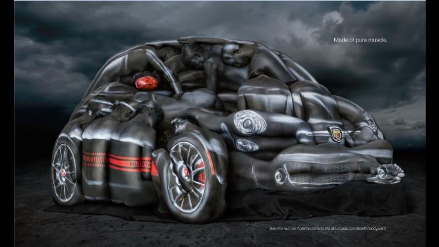 Escultura humana reproduz Fiat 500 Abarth Cabrio para comercial